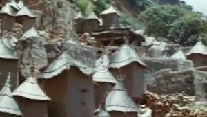 Cimetières dans la falaise